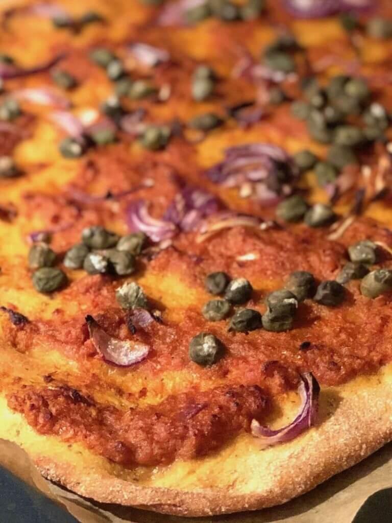 Vegane Kapern Pizza von vorne