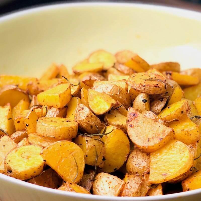 Rosmarin-Kartoffeln quadratisch von vorne