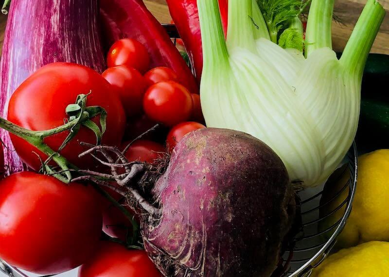 Buntes Gemüse in Schale
