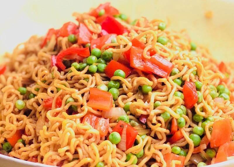 Mie-Noodle-Salat von vorne - Selbstfürsorge